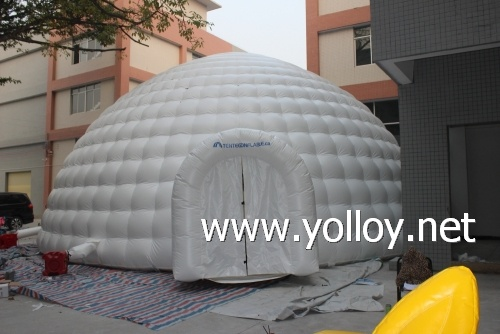dome building inflatable igloo