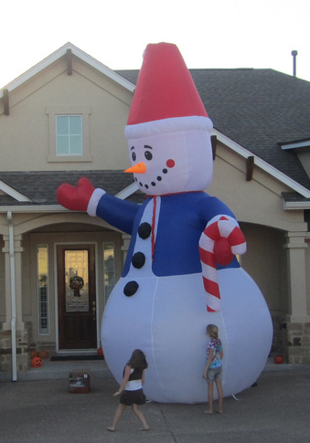 High snowman inflatable