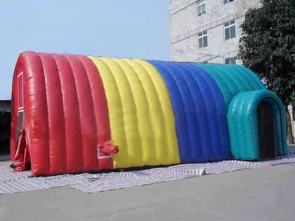 Namioty imprezowe nadmuchiwane na zewnątrz